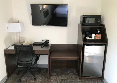 mayo-room-with-amenities